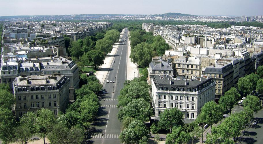 Авеню Фош (Avenue Foch) – самая широкая улица Парижа, проложена в 1850-х годах во время Османовской перестройки города, ведет от Триумфальной арки к главному входу в Булонский лес