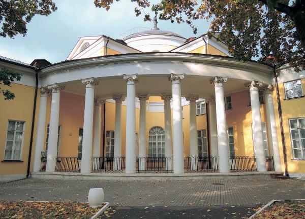 Отреставрированный главный дом усадьбы Н. Дурасова